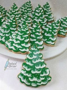The best 20 Christmas sugar cookies recipes- Easy ideas for holiday. Christmas sugar cookie recipes that will make your holiday season merry and bright. Christmas Sweets, Christmas Cooking, Christmas Goodies, Christmas Pudding, Christmas Recipes, Fancy Cookies, Holiday Cookies, Christmas Sugar Cookie Recipe, Sugar Cookie Icing