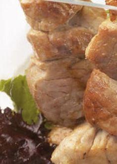 Espetadas de Porco com Molho de Amendoim