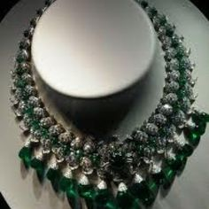 Duchess of Windsor necklace