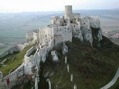 [Slovakia] Hrady, zámky, a kostoly Chateau Medieval, Medieval Castle, Beautiful Castles, Beautiful Places, Places Around The World, Around The Worlds, Places To Travel, Places To Visit, Beau Site