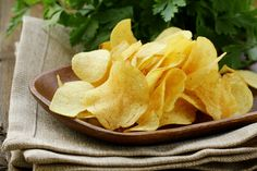 Smart snacking can help you lose weight and get in extra protein. Regular fried potato chips may not help, but the BariatricPal Store's high protein chips and other crunchy protein snacks can be just the salty, crunchy or cheesy snack you crave. Chips Au Micro Onde, National Potato Chip Day, Patatas Chips, Cancer Causing Foods, Potato Crisps, Potato Food, Potato Slices, Banana Chips, Cooking Recipes