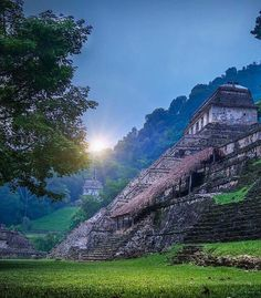 Amanecer en Palenque, Chiapas.
