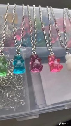 Cute Jewelry, Diy Jewelry, Jewelery, Jewelry Making, Diy Resin Art, Diy Resin Crafts, Handmade Wire Jewelry, Resin Jewelry, Diy Phone Case