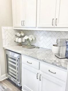40 Beautiful White Kitchen Backsplash Design Decor Ideas - Page 10 of 43 New Kitchen Cabinets, Kitchen Countertops, Kitchen Backsplash, Diy Kitchen, Kitchen Ideas, Backsplash Ideas, Kitchen Designs, Awesome Kitchen, Updated Kitchen