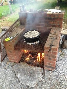 Excellent Free Backyard Fire Pit bbq Suggestions Many of modern day homeowners are looking for over a traditional wooden deck using a barbecue grill into their. Pit Bbq, Bbq Grill, Fire Pit Grill, Fire Pit Cooking, Cooking Kale, Cooking Salmon, Fire Pit Backyard, Backyard Patio, Backyard Landscaping