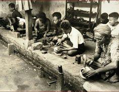 Zilversmederij in Kotagede of Jogjakarta. 1930-1940