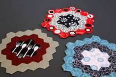 English Paper Piece Hexie Quilt Blocks.  Check out http://www.modernquiltingbyb.com/2010/10/hexagon_29.html