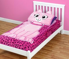 The ZippySack comes in several different designs. It's a fun way to get kids to make their bed plus spruce up the decor in their rooms. Great holiday gift idea too! #sponsored