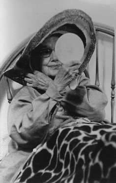 """Grey Gardens: """"Big Edie"""" Edith Ewing Bouvier Beale: Getting ready for Tea for Two Edie Bouvier Beale, Edie Beale, Los Kennedy, Jackie Kennedy, Grey Gardens Documentary, Gray Gardens, East Hampton, Vintage Hollywood, Eccentric"""
