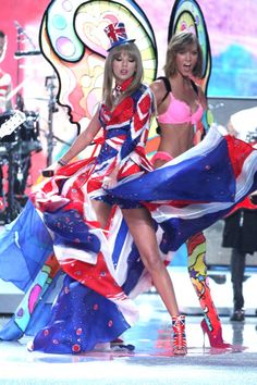 2013 Victoria`s Secret Fashion Show Taylor Swift & Karlie Kloss