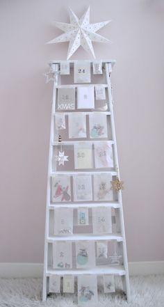 Leuke ladder als adventskalender. Al kun je er ook kerstkaarten aan ophangen.