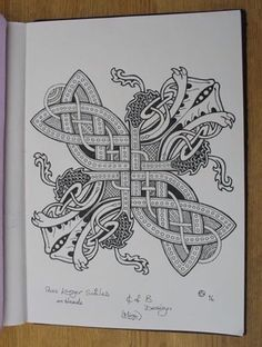 CELTIC-STYLE CENTREPIECE An idea I sketched for part of a design I'm painting on my Bodhran