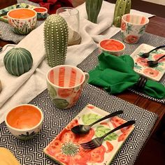Hand Painted Ceramics, Serving Dishes, Ceramic Art, Kitchenware, Fiber, Arts And Crafts, Pottery, Clay, Projects