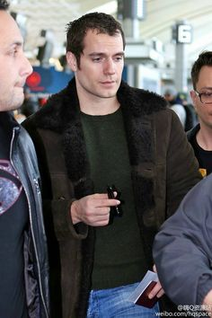 Henry Cavill News: Fans Catch Up With Henry In Toronto, New GMA Teaser