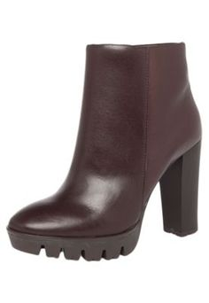 Bota My Shoes Cano Curto Salto Alto Grosso Tratorado Marrom