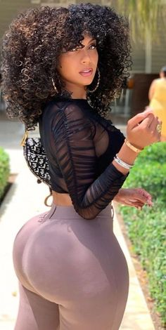 Thick Girls Outfits, Curvy Girl Outfits, Curvy Women Fashion, Vrod Harley, Most Beautiful Black Women, Sexy Curves, Sexy Women, Wolverines, Hiphop