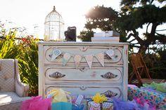 Love this baby shower idea. Vintage tea/garden party.