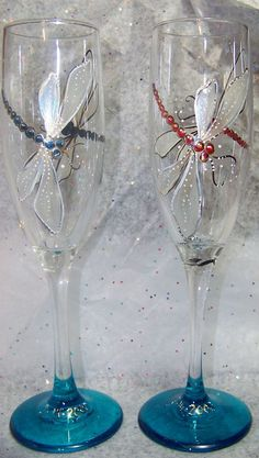 Hand painted Dragonfly Champagne Glass Set have a stained glass effect Decorated Wine Glasses, Hand Painted Wine Glasses, Decorated Bottles, Painted Bottles, Wine Glass Crafts, Wine Bottle Crafts, Bottle Painting, Bottle Art, Wine Bottle Glasses