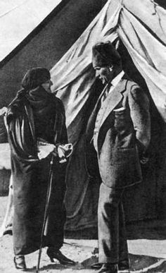 Atatürk ve Latife Hanım Republic Of Turkey, The Republic, Turkish Army, The Legend Of Heroes, The Turk, Turkish Fashion, Great Leaders, Ottoman Empire, Historical Pictures