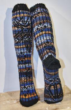 Garsneselgen. Knit Socks, Knitting Socks, Knitted Shawls, Cowls, Leg Warmers, Mittens, Crafty, Legs, Pattern