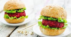 This recipe can be a snack or a meal in a kind of fast food. Nutritious grain quinoa, chickpeas and beet seeds. How To Cook Quinoa, Beets, Salmon Burgers, Bon Appetit, Street Food, Food To Make, Hamburger, Vegetarian Recipes, Snacks