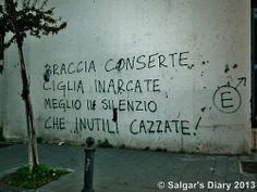 Braccia conserte ciglia inarcate, meglio il silenzio che inutili cazzate   Napoli