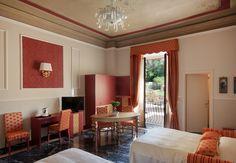 Concedetevi il lusso della suite Cloris di 36 mq. con salotto e zona notte, vi incanterà per l'atmosfera raffinata e raccolta! #CharmeRelax