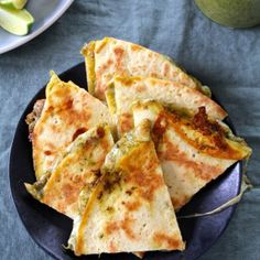 Cheesy quesadillas with a slightly spicy coriander pesto. Delicious on their own or served with soup or salad. (in Norwegian)