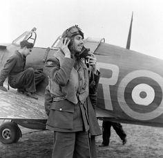 F/O Gregory Augustus 'Gus' Daymond 71 Eagle Sqn alongside Hurricane XR-. Ww2 Aircraft, Fighter Aircraft, Military Aircraft, Cienfuegos, Hawker Hurricane, Desert Camo, Ww2 Planes, War Photography, Battle Of Britain