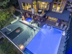 Infinity pool, sport court, hot tub and outdoor living. Dream Home Design, Modern House Design, Backyard Sports, Pool Backyard, Outdoor Basketball Court, Pool Basketball, Luxury Homes Dream Houses, Dream House Exterior, Future House