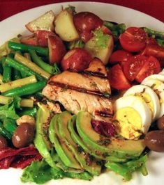 Nicoise Salad: Add avocado, corn, pickled onions, and radishes Salad Bar, Soup And Salad, Nicoise Salad, Cooking Recipes, Healthy Recipes, Food For Thought, Salad Recipes, Tuna Recipes, Love Food