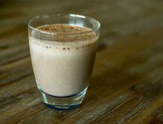 Smoothie met banaan, cacao en macapoeder. Gezond, superfoods en lekker!