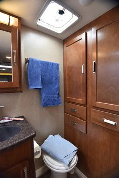 The Lance 1985 Travel Trailer comes with a spacious bathroom and plenty of storage for all of your traveling needs! Ultra Lite Travel Trailers, Oasis, Traveling, Bathroom, Storage, Gallery, Home, Viajes, Washroom