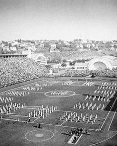 1940 - Festa de inauguração do Estádio Municipal Paulo Machado de Carvalho, o Estádio do Pacaembu.