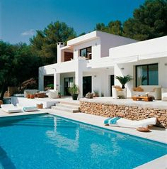 Immobilien Spanien Meer in 61 Fotos - Archzine. Modern Mediterranean Homes, Mediterranean Architecture, Modern Homes, Style At Home, Casas The Sims 4, Mansion Interior, Luxury Homes Dream Houses, Tuscan House, Dream House Exterior