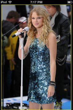 she look so young. omg she's do cute♡♡♡♡