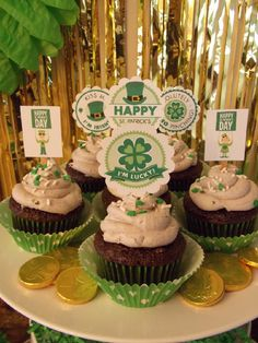 St. Patrick's Day cupcakes, including free printables from our site!