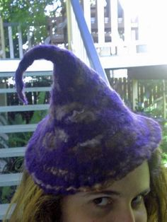 DIY Halloween : How to make felt pointy hats! Perfect for witch/wizard/pixie/Gandalf costumes