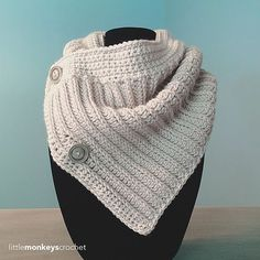 The Apple Crisp Cowl is the perfect fall accessory. It can cozy up a white t-shirt and jeans ensemble, and its non-bulky front lets you add it underneath your coat with ease.
