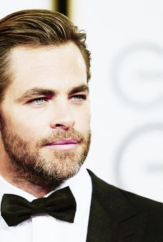 Chris Pine ... TOO BAD MY HUBBY CANT HAVE A BEARD LIEK THAT - WHAT A DREAMBOAT :)