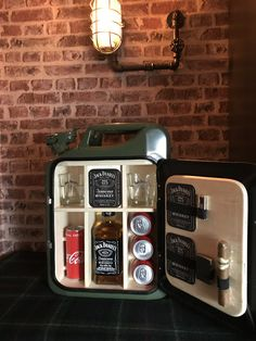 Jerry Can Mini Bar, Jack Daniels, Bar Furniture, Man Cave, Creative Ideas, Projects To Try, Alcohol, Woodworking, Entertainment
