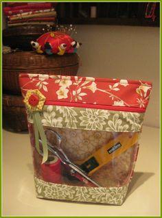 """Peekaboo Bag"" commercial pattern for vinyl window zippered pouch"