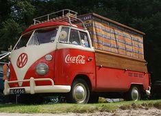 The real thing coke & VW Vw Vintage, Vintage Trucks, Old Trucks, Volkswagen Bus, Vw Camper, General Motors, Land Rover Defender, Coca Cola, Vw Kombi Van