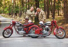 Antique Motorcycles, Custom Motorcycles, Cars And Motorcycles, Jawa 350, Enfield Motorcycle, Retro Bike, Royal Enfield, Vintage Bikes, Cool Bikes