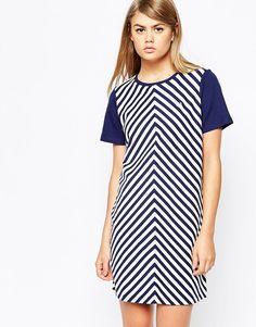 Платье-футболка в шевронную полоску Fred Perry - Французский темно-синий