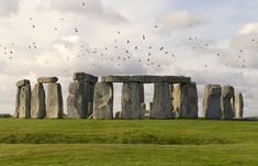 One day before his birthday, Robert Phillips decided to return something that didn't belong to him—a three-foot piece of Stonehenge. Attraction World, English Heritage, Easy Day, Beautiful Castles, Tower Of London, 90th Birthday, Neon Colors, Holiday Destinations, Paisajes