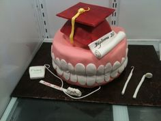 Dental Hygenist Graduation Cake This cake was for the graduation of a dental hygenist. Cupcakes, Cupcake Cakes, Dental Cake, Graduation Cake Designs, Graduation Party Planning, College Graduation, Graduation Ideas, Recipe For Teens, Cake Central