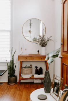 This 1885 Cincinnati Shotgun House Is Both An Office And An Oasis - Front + Main west elm home tour — china kautz Living Room Decor, Bedroom Decor, Decoration Entree, Cozy Room, Home And Deco, Cheap Home Decor, Home Decor Accessories, Entryway Decor, Home Entrance Decor
