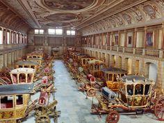 Museu Nacional dos Coches reúne uma coleção única no mundo, com 78 viaturas de gala e de passeio do século XVII ao século XIX, na sua maioria provenientes dos bens da coroa ou propriedade particular da Casa Real portuguesa.  Fotografia: http://www.movenoticias.com
