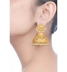 Gold And Silver Earrings Gold Jhumka Earrings, Gold Earrings Designs, Gold Jewellery Design, Indian Earrings, Indian Wedding Jewelry, Indian Jewelry, Bridal Jewelry, Ear Jewelry, Silver Jewelry